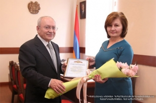 The Chairman of RA Investigative Committee Aghvan Hovsepyan awarded the doctor having demonstrated a high sense of civic duty